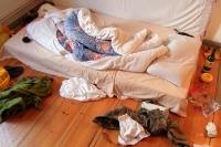 War das ein Liebesnest? Zerknülltes Bett in einer Berliner WG...
