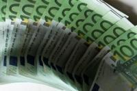 Was kostet die Welt? Euroscheine auf dem Tisch. Kommt bald die Eurokrise?
