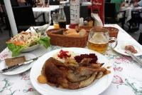 Gänsebraten und Bier satt ...