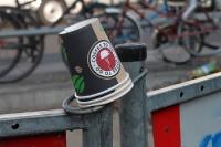 Lust auf Coffee to go? Leere Kaffeebecher vermüllen die Stadt ....