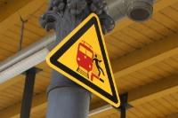 Vorsicht bitte! Nicht besoffen auf die Gleise fallen!