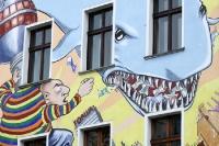 Der Miethai schnappt zu (Wandmalerei in Berlin)