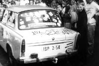 ein dekorierter Trabant im Wahlkampf März 1990
