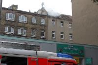 Brand eines Wohnhauses in Berlin-Neukölln, Löscharbeiten der Berliner Feuerwehr