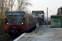 Eine S-Bahn-Zug (älterer Bautyp) in Berlin