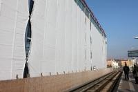 Wrapped Ostkreuz? War hier Christo zu Werke? Verhüllte Fassade des neuen Bahnhofs in Berlin-Ostkreuz