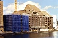 Das Gebäude für Universal Music in Berlin an der Spree wird ausgebaut, 2000/01
