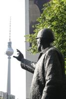 der Griff zum Berliner Fernsehturm