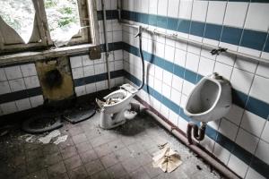 Latrinen / Toiletten in verlassener Kaserne