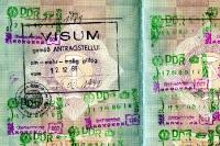 Visum und Stempel im DDR-Reisepass im Herbst 1989