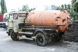 W50 LKW mit Behälter