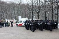 Polizeiliche Einsatzkräfte stehen bereit