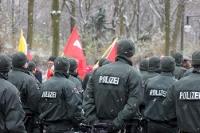 Polizisten am Rande der Demo