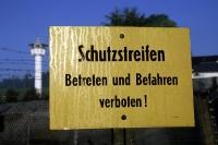 Schild Schutzstreifen - innerdeutsche Grenze