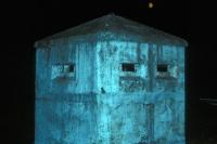 Beobachtungsbunker der DDR-Grenztruppen bei Nacht im Mondschein