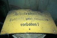 Schutzstreifen, verstaubtes Schild in einer ehemaligen Kaserne der DDR-Grenztruppen