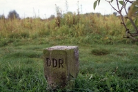ein DDR-Grenzstein an der deutsch-deutschen Grenze