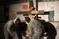 Die Berliner Clubs werden ans Kreuz genagelt - Aktion vor dem Klub der Republik in der Pappelallee 8