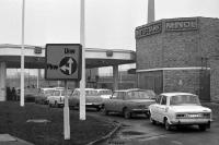 Schlange an einer Minol-Tankstelle, DDR, 60er Jahre