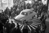 Ein neuer Wartburg wird auf der Leipziger Messe 1966 präsentiert