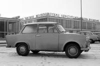 Trabant vor dem Café Moskau in Ostberlin, Ende der 60er Jahre