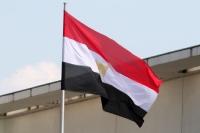 Die Flagge von Ägypten an einem Fahnenmast