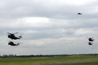 Formationsflug von Bundeswehr-Hubschraubern