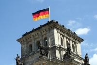Deutschlandflagge auf dem Reichstag