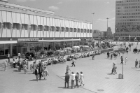 Milchbar am Alexanderplatz in Ostberlin, 1970