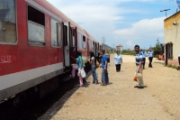 Zug am Bahnhof von Pogradec, Albanien