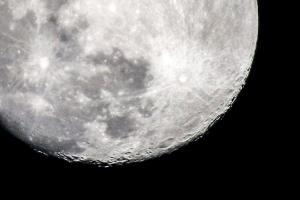 der Mond im Fokus