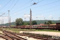 abgewrackte Eisenbahnwaggons am Bahnhof von Banja Luka in Bosnien & Herzegowina