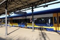 Ein Zug des Interconnex am Bahnhof Warnemünde