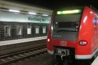 Wolfsburg Hauptbahnhof (Niedersachsen) am Abend