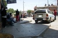 Alltagssituation auf einer Straße in der bolivianischen Stadt Villazón im Departamento Potosí