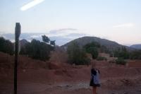 Karge trockene Landschaft entlang der Bahnstrecke von Villazón nach Oruro in Bolvien