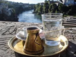 Kaffee trinken in Mostar