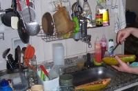 Zubereitung einer leckeren Papaya / Mamão in einer Küche in Brasilien