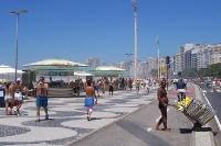 Avenida Atlantica am Strand von Copacabana in Rio de Janeiro