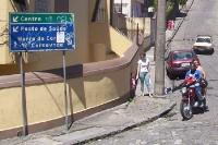 Motorradfahrer im Stadtteil Santa Teresa in Rio de Janeiro