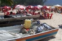 Entspannung pur an einem ruhigen Strand nahe Guaratiba in Brasilien