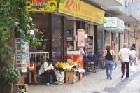 Kleines Geschäft und Obststand in Rio de Janeiro