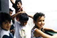 brasilianische Kinder an Deck eines Amazonas-Schiffes