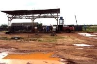 Tankstelle an der Straße (Piste) von Oiapoque nach Macapa in Brasilien
