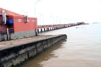 Seebrücke am Ufer der Amazonasmündung in der Stadt Macapá / Bundesstaat Amapá, Brasilien