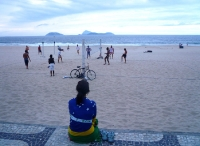 Frau am Strand von Ipanema
