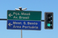 Wegweiser: Pça. Mauá, Avenida Brasil, Most. S. Bento, Área Portuária