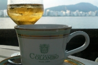 Ein Cafezinho und ein Refrigerante im Café Colombo in Rio de Janeiro