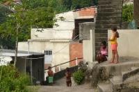 Schlichte Wohnhäuser in dem Städtchen Guaratiba in Brasilien