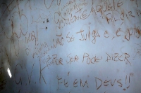Wandsprüche in einem Haus in Brasilien